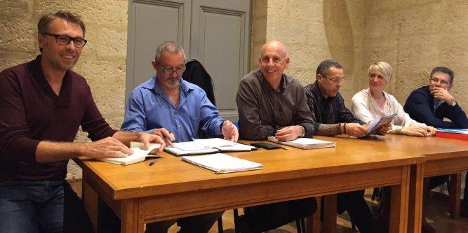 denis-orivelle-entoure-du-bureau-du-club_1170336_667x333